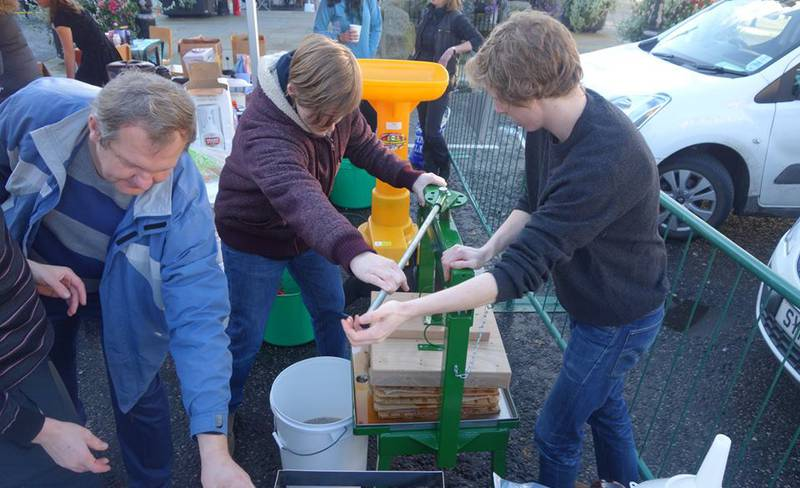 Seasonal Cafe - Apple Pressing