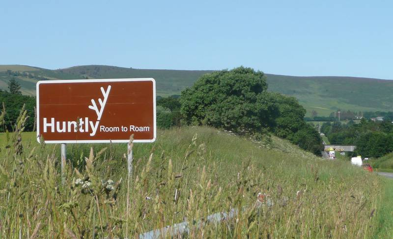 Huntly - room to roam roadsign
